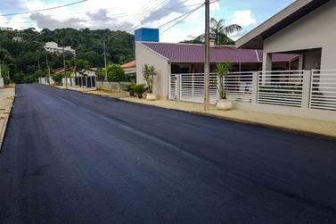 Prefeitura de Brusque pavimenta Rua Anna Bruns, no bairro Dom Joaquim