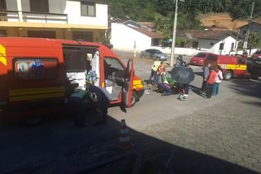 Três ficam feridos em acidente entre motocicletas, no Paquetá