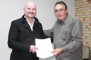 Miguel Comandoli Jr. assume cadeira de Ivan Martins na Câmara de Vereadores