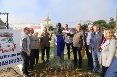 Praça trintenária em Guabiruba ganha busto de Theodoro Debatin