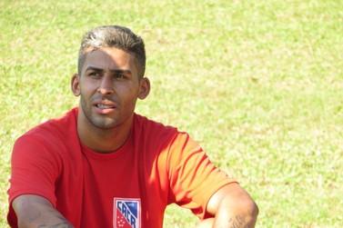 Carlos Renaux contrata meia Alisson, de 26 anos