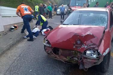 Motociclista fica gravemente ferida em acidente no Poço Fundo
