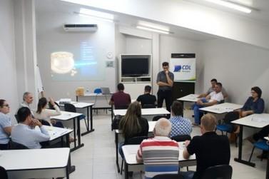 CDL Brusque lança curso de aperfeiçoamento em cobranças por telefone