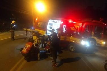 Colisão entre carro e moto deixa rapaz de 20 anos levemente ferido