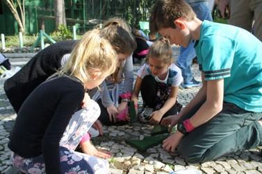 Crianças curtem férias no Parque Zoobotânico