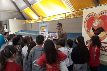 Programa Saúde na Escola desenvolve atividades na EEB João Hassmann