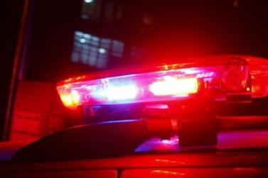 Acidente entre carro e caminhão deixa homem gravemente ferido