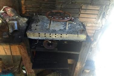 Botijão de gás estoura em uma casa, no bairro Cerâmica Reis