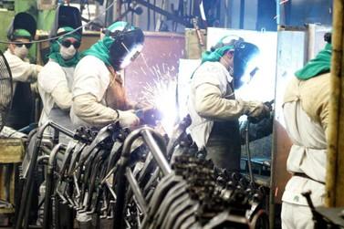 Confiança na indústria recua e registra menor índice desde janeiro deste ano