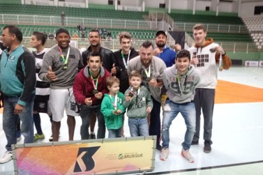 Jogos emocionantes marcam o fim dos Comunitários, na Arena Brusque