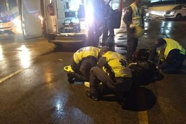 Motociclista fica ferido em acidente na avenida Primeiro de Maio, Centro