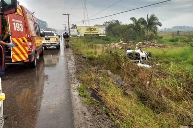 Motorista fica gravemente ferido em acidente na rodovia Antônio Heil