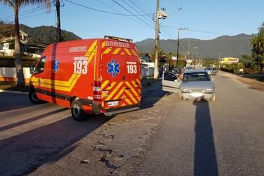 Ciclista de 51 anos fica gravemente ferida após colisão com carro, em Guabiruba