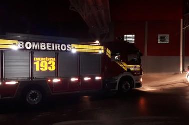 Incêndio atinge tinturaria no bairro Rio Branco