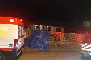 Motociclista morre ao colidir contra muro, no bairro Rio Branco