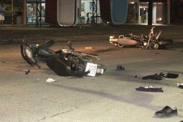 Motociclistas ficam feridos após colisão, na rodovia Antônio Heil