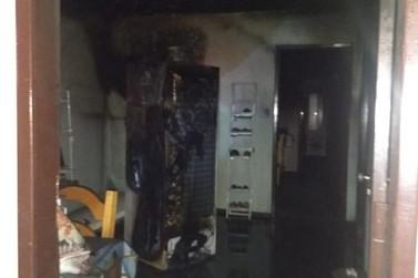 Sala de costura é destruída por fogo, no bairro Primeiro de Maio