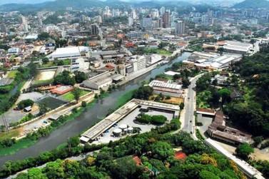 Secretarias públicas realizam limpeza em bairros de Brusque, neste sábado (15)
