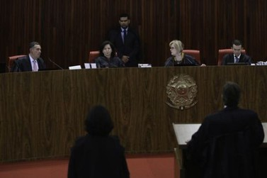 TSE rejeita candidatura de Lula nas eleições; PT diz que vai recorrer