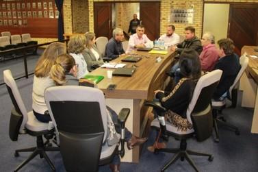 Vereadores discutem redução de jornada de trabalho de assistentes sociais