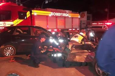 Acidente deixa vítima presa em veículo, no Centro II de Brusque