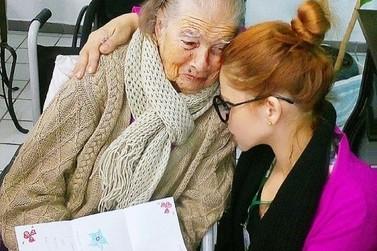 De crianças autistas a jovens de 74 anos, conheça a professora Katia Gastaldi