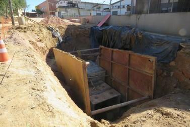 Escoras de obras do PAC são furtadas, no bairro Nova Brasília