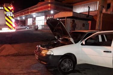 Moradores do bairro Paquetá controlam incêndio em veículo