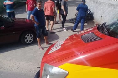 Motociclista fica ferido em colisão contra carro, no bairro Limeira