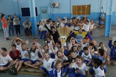 Peça de teatro aborda trabalho infantil nas escolas de Guabiruba