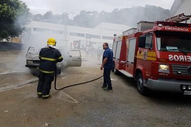 Veículo pega fogo no Centro de Guabiruba