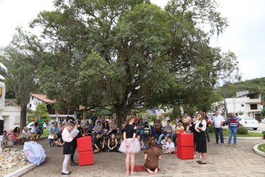 Festival de Esquetes movimenta Praça Theodoro Debatin