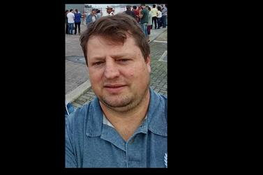 Homem de 45 anos morre ao cair de moto em uma ribancerira