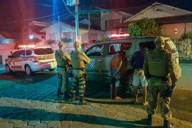 Dois são presos por tráfico de drogas no bairro Azambuja