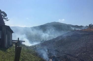 Limpeza de terrenos com fogo causa incêndios em áreas de Brusque e região