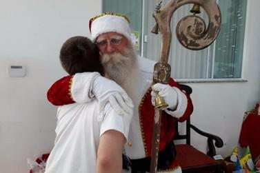 Papai Noel solidário passa mensagem de amor às pessoas: Perdoem e peçam perdão