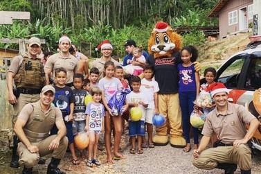 PM de Brusque entrega donativos a crianças e famílias carentes da cidade