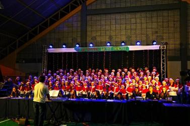 Tradicional Cantata de Natal emociona comunidade de Guabiruba