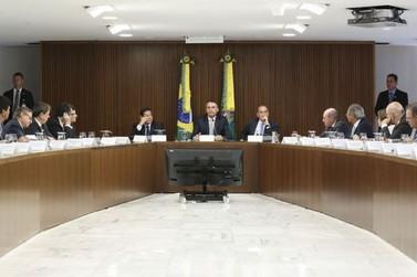 Bolsonaro faz nesta terça-feira (8) segunda reunião ministerial