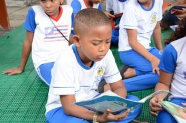 Bolsonaro sanciona lei que permite faltar à aula por motivo religioso
