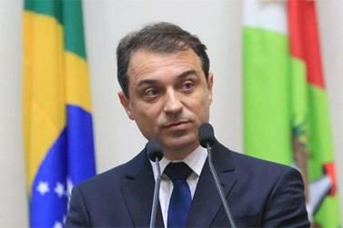 Carlos Moisés toma posse propondo reforma administrativa