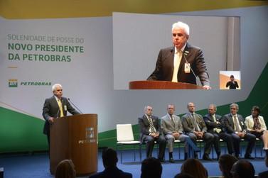Castello Branco assume Petrobras com críticas a monopólio