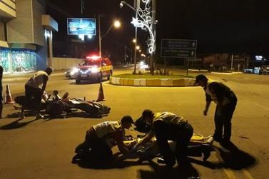 Duas pessoas ficam feridas em colisão entre motocicletas