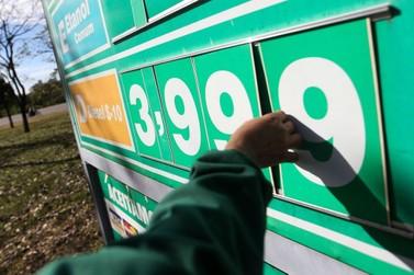 Gasolina vendida nas refinarias está mais barata nesta quinta-feira (3)