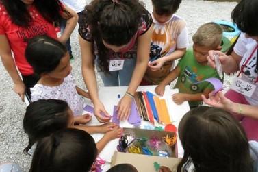 Mãos do Bem: Voluntários montam bibliotecas comunitárias em bairros de Brusque