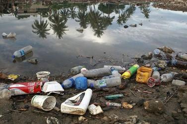 Bolsonaro anuncia campanha de combate à poluição no mar