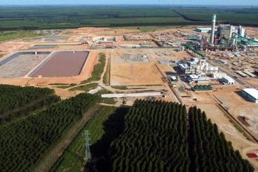 Produção industrial recua 0,8% de dezembro para janeiro,diz IBGE
