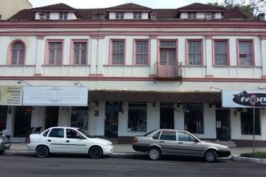 Interditado desde 2017, antigo hotel aguarda conclusão de pedido para demolição