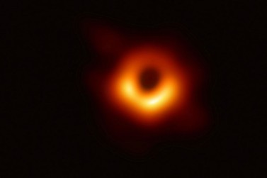 Pela primeira vez, são registradas imagens de buraco negro no espaço