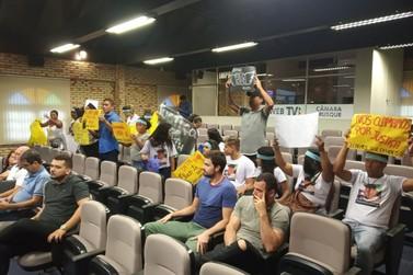 Sessão é marcada por protesto contra morte de morador do Steffen